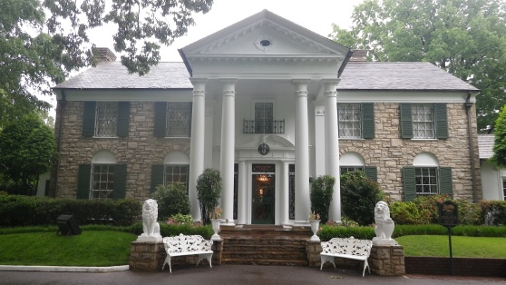 Elvis-Presleys-House-Graceland-Memphis-TN